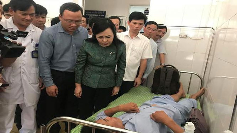 Thăm, động viên các nạn nhân trong vụ tai nạn tàu hỏa ở Thanh Hóa